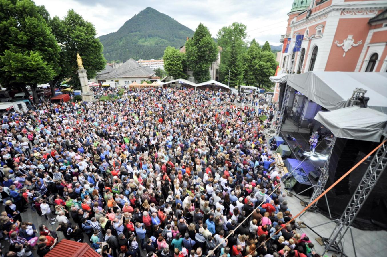 Účastníci Ružomberského jarmoku na Hlinkovom námestí, Zdroj: rkhlas.sk
