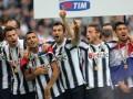 17b.Serie-A-Juventus_2011-12_Alza-la-Coppa35