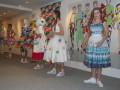 Dievčatá predvádzajú najnovšie kolekcie Lenky Sršňovej.