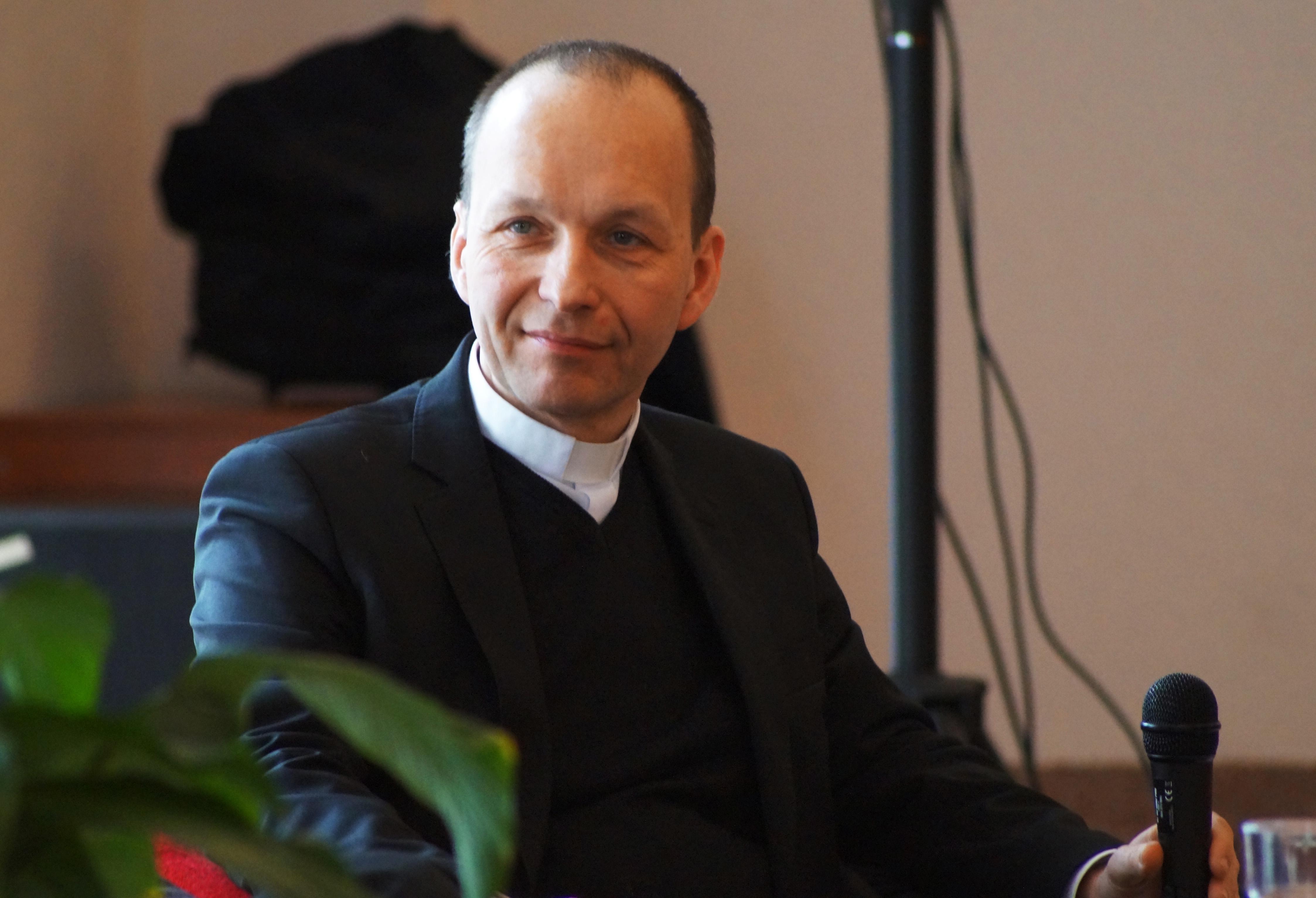Pomocný biskup bratislavskej arcidiecézy Jozef Haľko